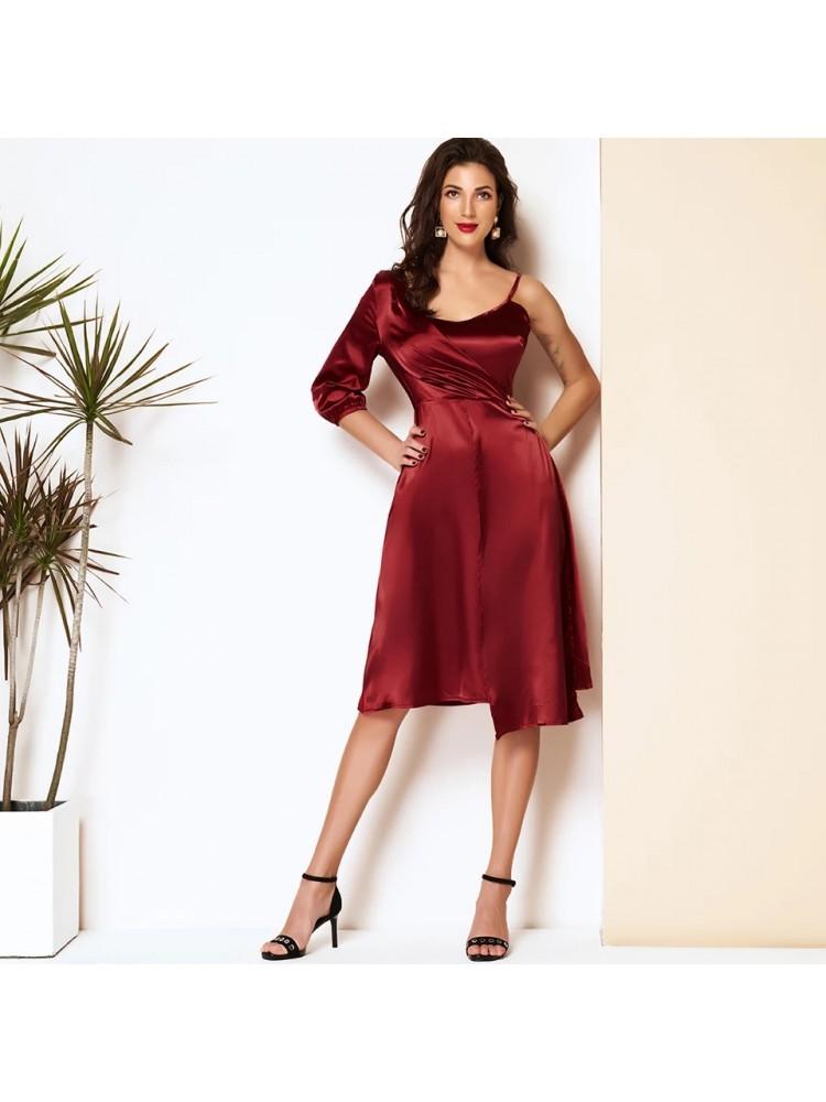 Raudona suknelė 1