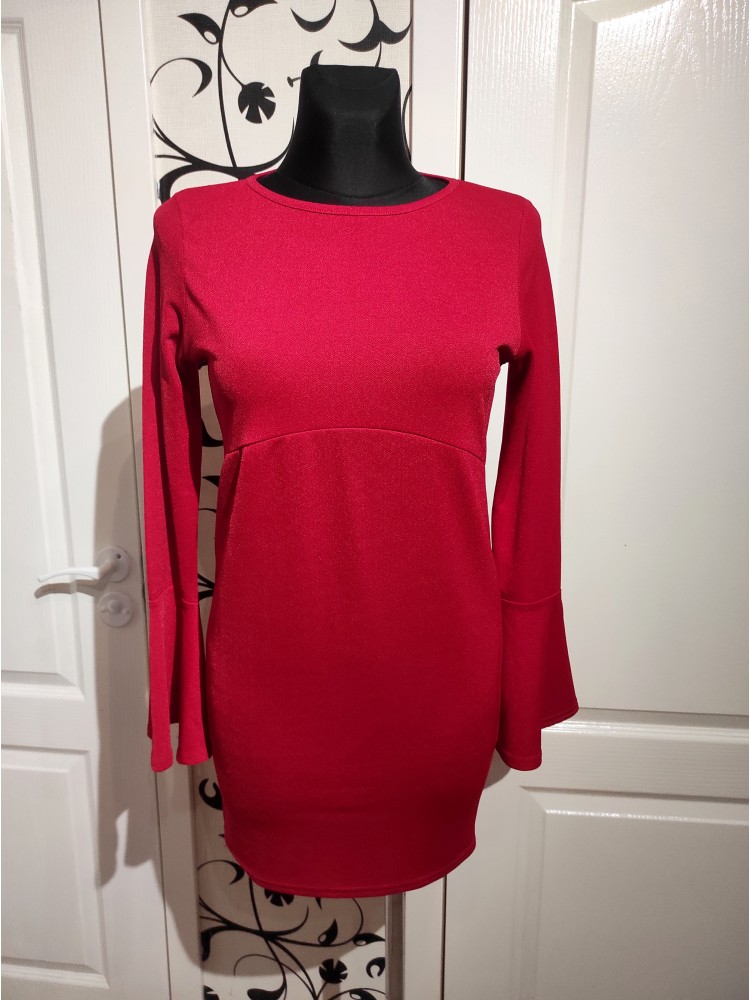 Raudona suknelė B