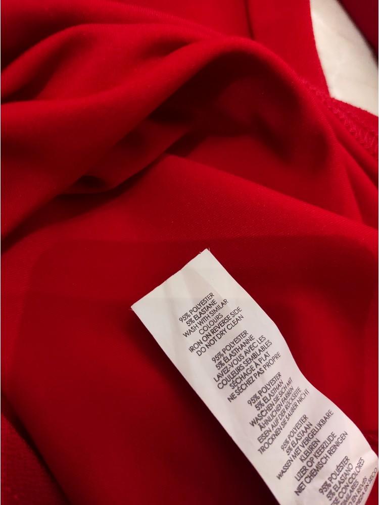 9 Raudona suknelė B